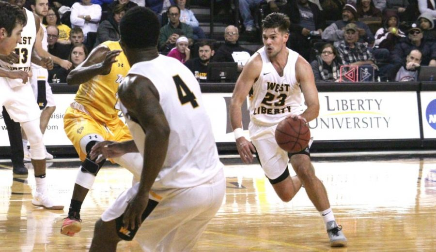 Men's basketball starts MEC action against Glenville
