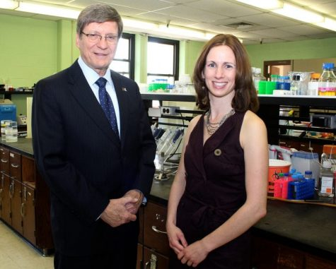 Dr. Deanna Schmitt receives faculty excellence award for research on antibiotics