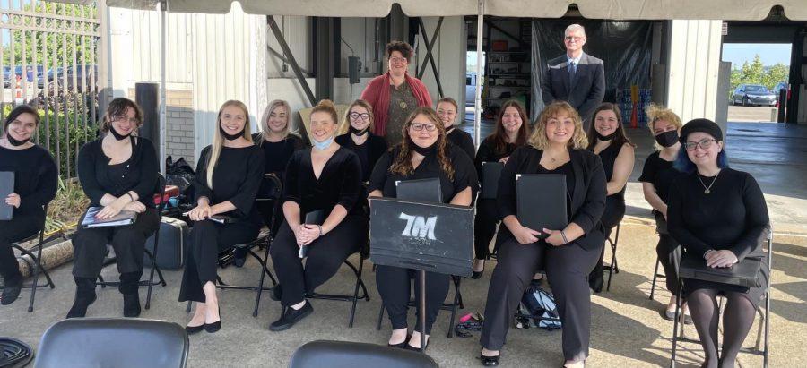 WLU+Singers+with+Dr.+Linda+Cowan%2C+Chair%2C+Department+of+Music+and+Theater+and+Professor+Patrick+Garrett%2C+Music+Education