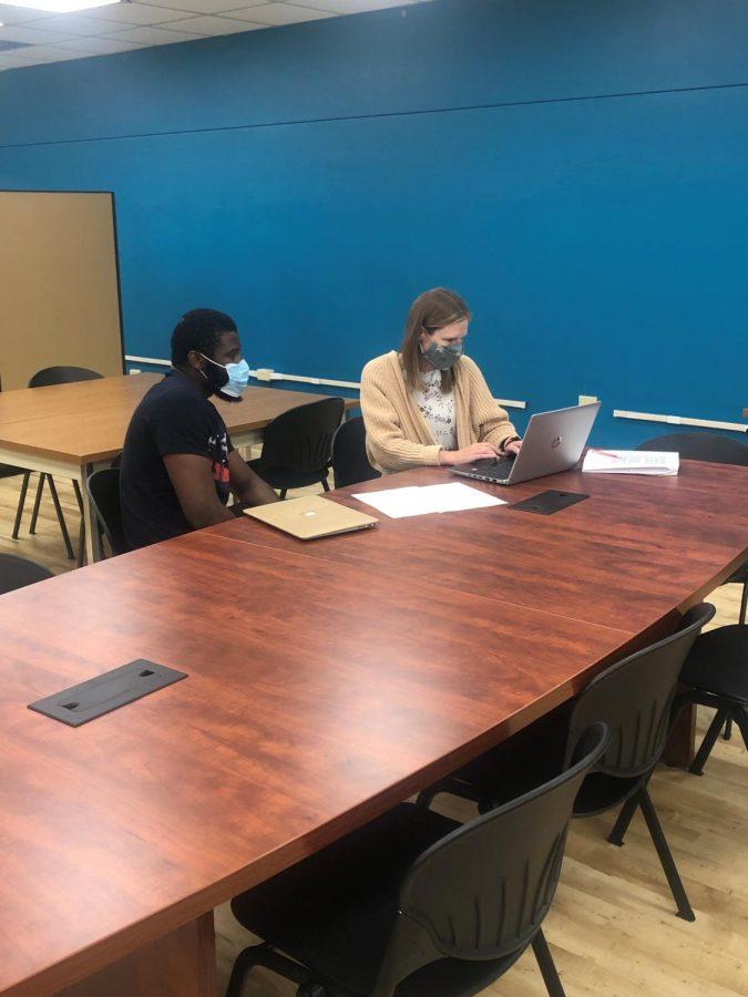Dr. Amanda Tennant, director of the Writing Center, helping Jeff Ndukuma on a writing assignment.